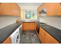 6 bedrooms in Richmond Avenue, Hyde Park LS6 1DB