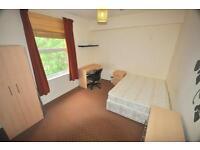 3 bedrooms in Kensington Terrace, Hyde Park, Leeds LS6 1BE