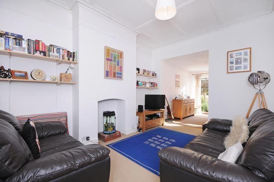 One Double Bedroom Ground Floor Garden Flat Located in Northfields Ealing West London