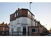 6 bedrooms in Beechwood Terrace, Burley, Leeds LS4 2NG