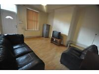 2 bedrooms in Royal Park Avenue, Hyde Park, Leeds, LS6 1EY
