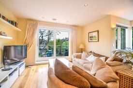 2 bedroom flat in Upper Richmond Road, Putney, SW15