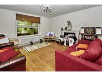 4 bedroom flat in Altenburg Gardens, London, SW11