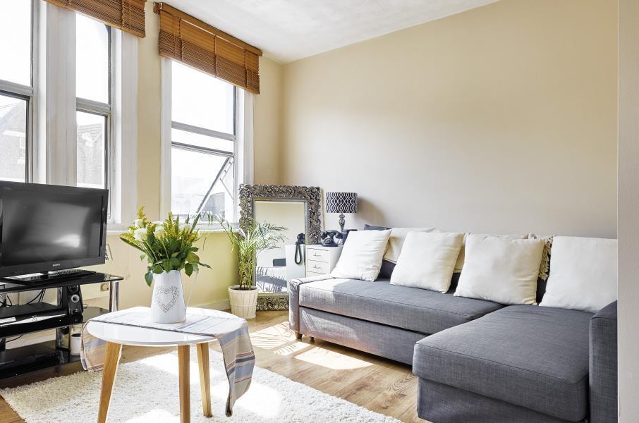 1 bedroom flat in Balham High Road, Balham, SW12