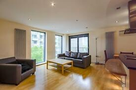 2 bedroom flat in Millharbour, E14