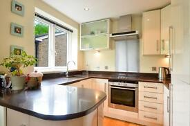2 bedroom flat in Upper Richmond Road, Putney, SW15