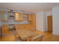 2 bedroom flat in Whitechapel High Street, London, E1