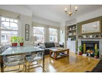 2 bedroom flat in Dinsmore Road, London, SW12