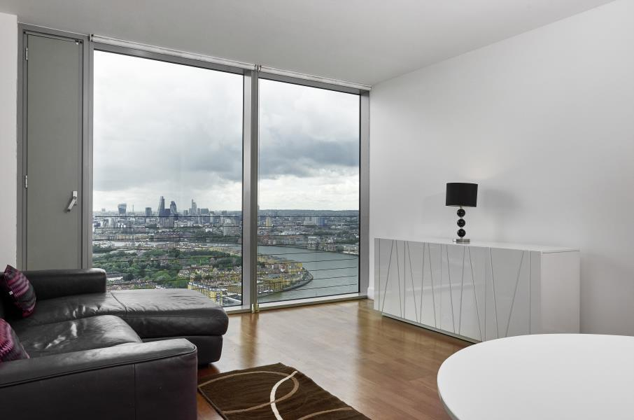 1 bedroom flat in Landmark Towers, Canary Wharf, E14