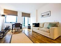 1 bedroom flat in Discovery Dock Apartments, Canary Wharf, E14