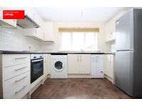 CALLING ALL STUDENTS 3 DOUBLE BEDROOMS 2 BATHROOM APARTMENT IN CANARY WHARF OFFERED FURNISHED E14