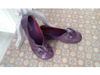 Brand New SOCOFY Women Soft Sole Geniune Leather Flat Shoes - Size 5.5