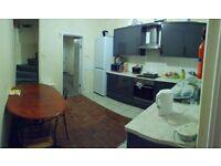 Spacious double room near QMC