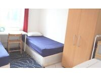 Room By the Train station **12 mins to Brixton
