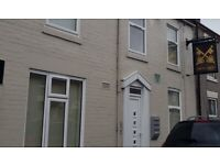 SELF CONTAINED APARTMENT TO LET - NO FEES - £.350.00 PER MONTH