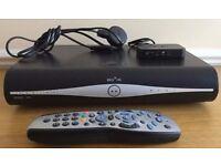 SKY PLUS + HD BOX DRX890-C 500GB + MINI WIFI CONNECTOR + 2 CONTROLLERS