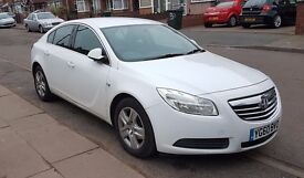 2010 White Vauxhall Insignia Exclusiv 128 CDTI 2.0 5 door hatchback - Only 2 former owners