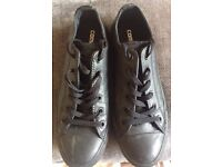 Nearly new Ladies Black Converse Trainers (UK Size 7)