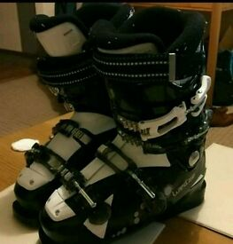 Female Wed'ze ski boots size 5