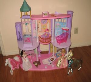 Beautiful Large Castle Play Set Barbie Dolls, Horses & Furniture