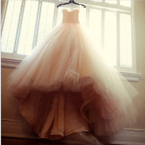 Gorgeous ballgown style wedding dress, worn only to try it on!