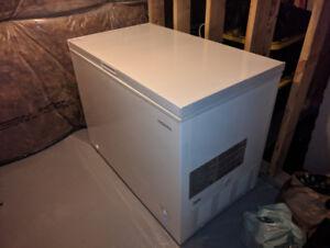 Insignia 10.2 Cu. Ft. Chest Freezer