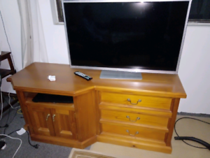 Solid wood tv unit excellent condition