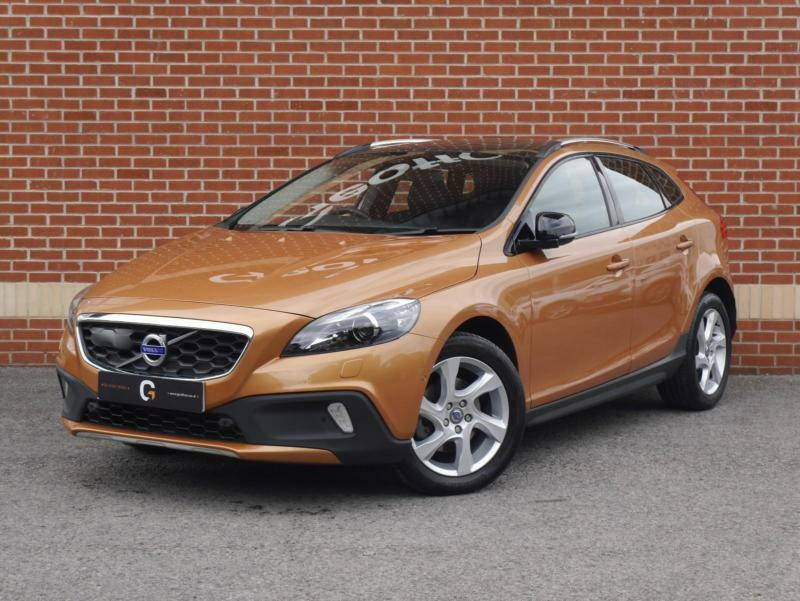 2014 14 volvo v40 cross country 1 6 td d2 lux 5dr start stop orange diesel in ripley. Black Bedroom Furniture Sets. Home Design Ideas