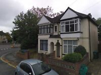 One Bedroom Flat available in Manor Road South, Woolston for £595 Per Month - 1st January