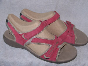 BRAND NEW CLARKS WOMEN'S SANDALS SIZE 12W