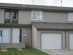 SPACIOUS TOWN HOME IN ST. ALBERT --  AMAZING LOCATION