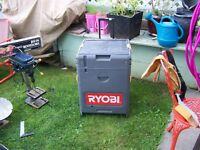 COFFRE ET OUTILS RYOBI RECHARGEABLE