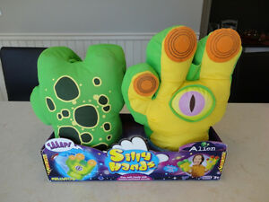 Kellytoy Silly Hands Alien Model - Brand New never Used Kitchener / Waterloo Kitchener Area image 2