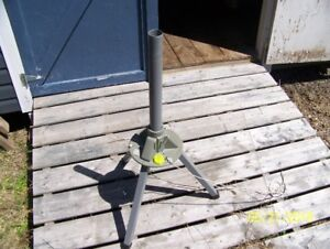 Winegard Satellite Dish Tripod with Dish