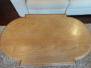 Vintage 1940's Oval Hallway Table in solid decent shape Kitchener / Waterloo Kitchener Area image 4