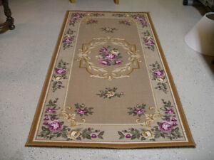 Rug with pink roses and gold background.