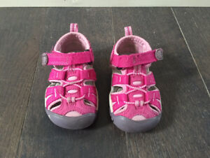 Baby girl closed-toe sandals KEEN - Size 4