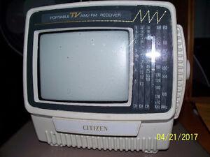 Petite télévision avec un écran de 5 pouces