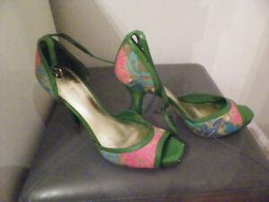 Très jolies sandales Nine West