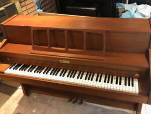 Piano nice for sale