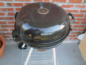 Charcoal Kettle BBQ + tools /  BBQ Charbon Bouilloire + outils