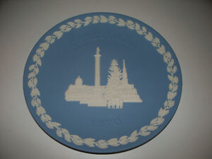 Wedgewood Christmas 1970 Trafalgar Square Plate with box,paper.