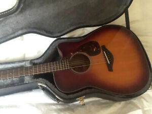 Yamaha Acoustic Electric guitar- Like new