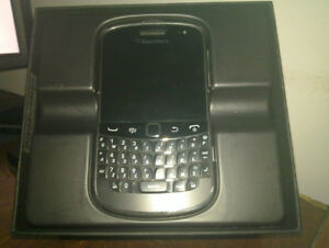 Like new 16GB Blackberry BOLD 9900+UNLOCKED+Accessories