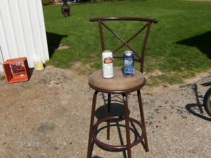 ***REAL - BEER -DRiNKiNG SWiVEL CHAiR