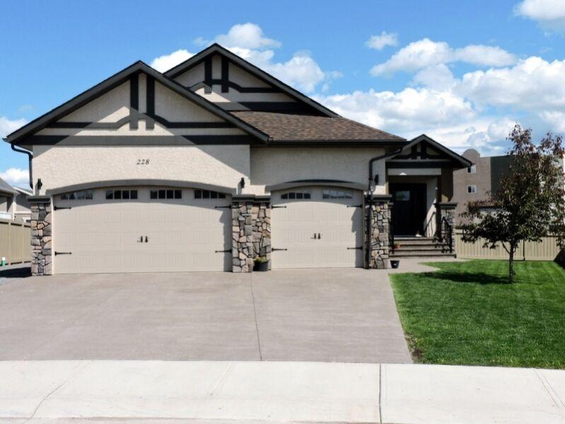 20 Car Garage With House For Sale In Ny: Majestic Custom Built 6 Bdr, 3 Bath,6 Car Garage-Hinton,AB
