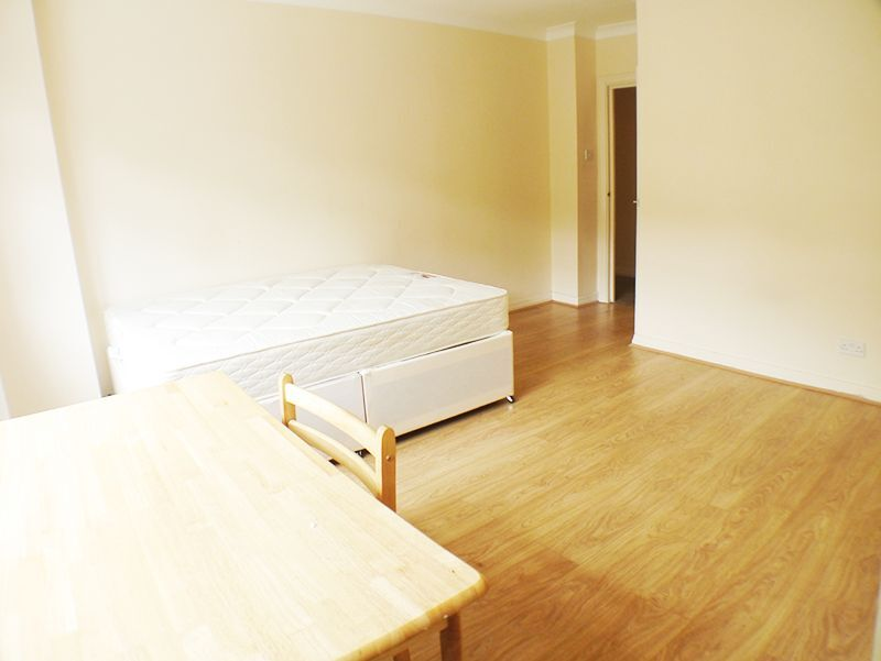 4 DBLE BEDS, 2 BATHROOM, SEP KITCHEN, BALCONY, 1 MINs to SWISS COTTAGE