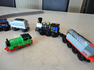 Learning Curve, Lionel, Thomas Engine Cars and Coal Cars & Track Kitchener / Waterloo Kitchener Area image 3