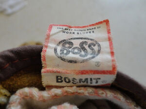 Bosmit Boss Men Work Mitts -They are Mismatched but Does the job Kitchener / Waterloo Kitchener Area image 2