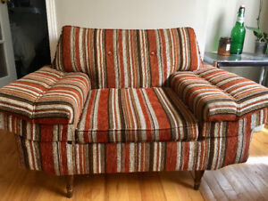 Lovely VINTAGE Couch/Chair Set